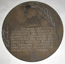 Chiesa di San Marco (sacrestia): Disco di bronzo collocato in Piazza della Signoria il 23 maggio 1901 (opera di Dante Sodini, iscrizione di Augusto Conti)