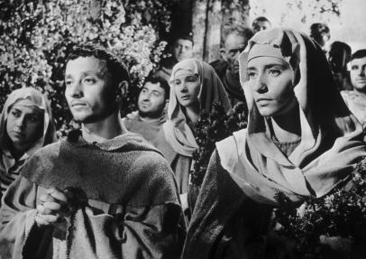 Chiara e Francesco in preghiera alla Porziuncola prima del pranzo