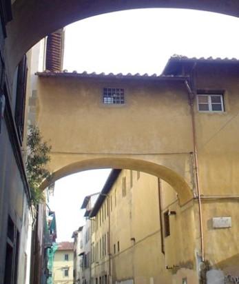 Convento di Santa Maria degli Angiolini, prospetto su via Laura angolo via della Pergola e cavalcavia del XVII sec.