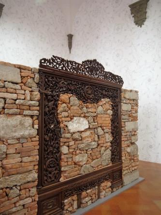Ai Weiwei: Souvenir da Shangai, 2012 (cemento e macerie di mattoni, letto in palissandro della dinastia Qing)