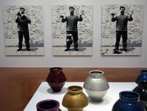 Ai Weiwei: Distruzione di un'urna della dinastia Han in LEGO (2016); Vasi della dinastia Han con vernice per carrozzeria (2014)