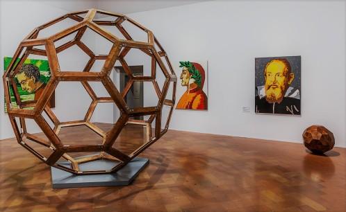 Ai Weiwei: Divina Proportio (2014); Senza titolo (Wooden Ball-Palla di legno, 2010); Filippo Strozzi, Dante Alighieri, Galileo Galilei in LEGO (2016)